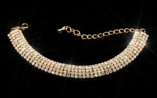 Wir führen ein großes Portfolio an hochwertigen Diamant- und Goldschmuck. Lassen Sie sich von unserer großen Premium-Auswahl an Echtschmuck mit…